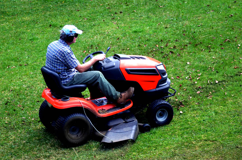 Best Lawn Tractor Under 2000 Reviewed September 2020