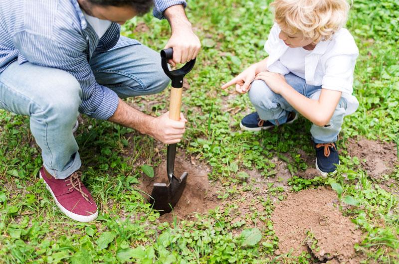 best shovel for digging holes